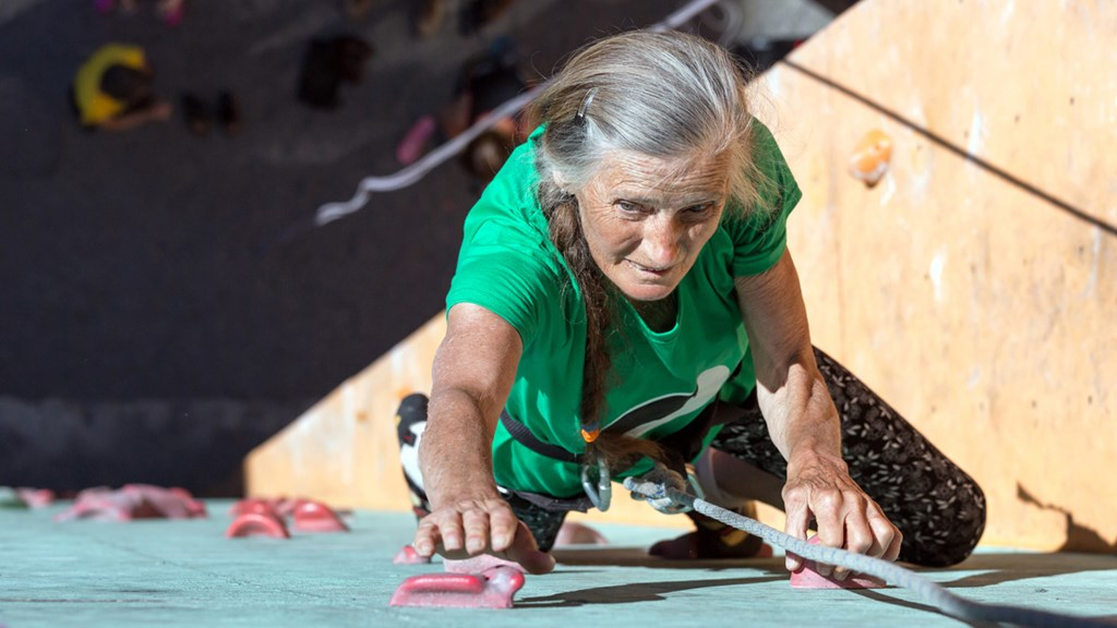 Older woman climbing up a wall - Special Nutrition - AAK