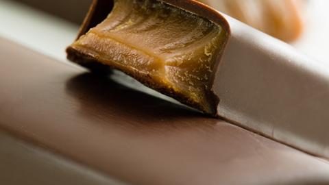 Chokladkaka med fyllning - Choklad och konfektyr - AAK