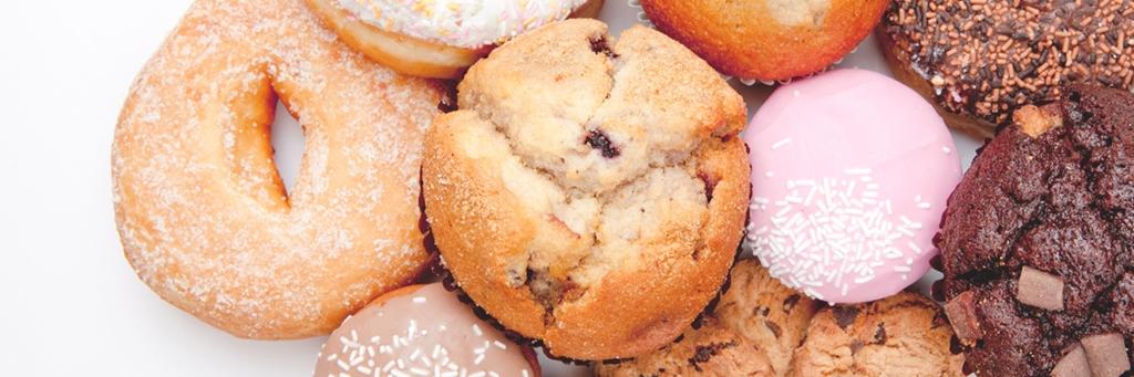 Närbild på kakor, muffins och munkar - Bageri - AAK