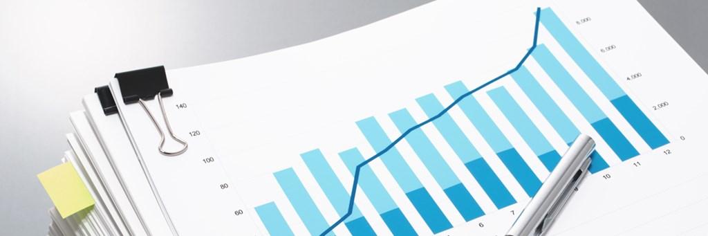 En hög med finansiella dokument - Investerare - AAK