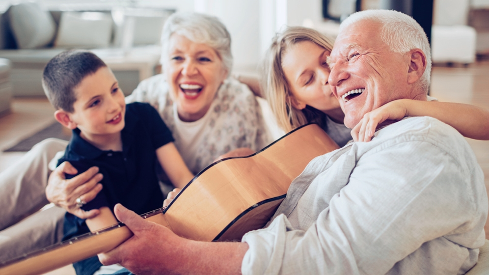 Older couple laughing together with boy and girl - Special Nutrition - AAK