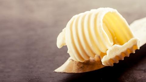 Närbild på smör på en kniv - Foodservice and Retail - AAK