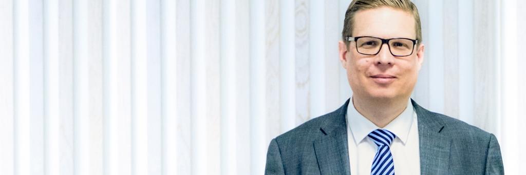 CFO Fredrik Nilsson standing in front of white wall - Investors - AAK