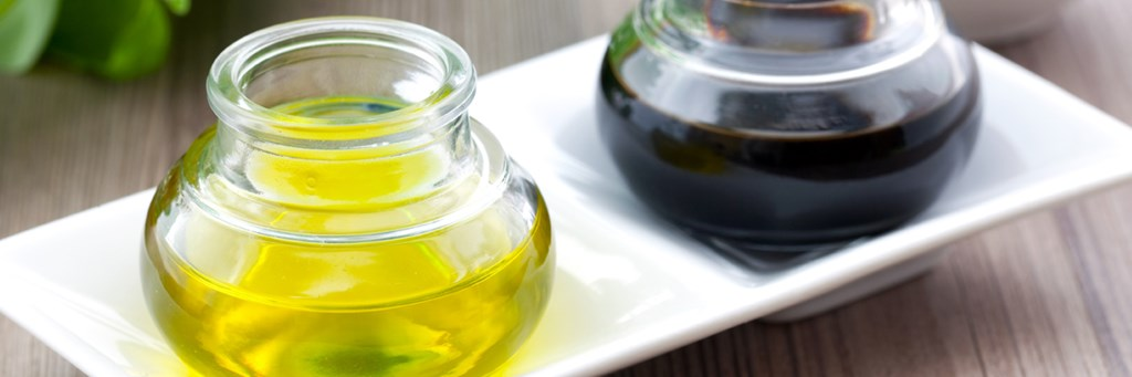 Two bottles of vegetable oil on a plate - Foodservice and Retail - AAK