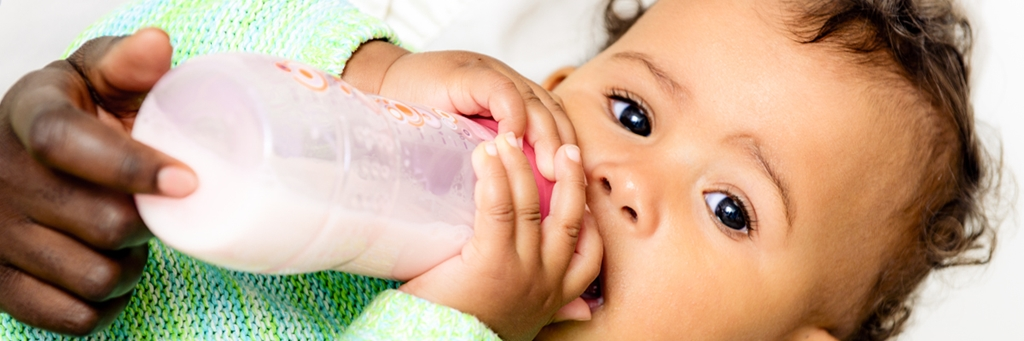 Baby drinking from a feeding bottle - Special Nutrition - AAK