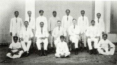 Medarbejderne hos Ceylon Trading Company i Colombo, der i 1910 afløste Galle Trading Company.