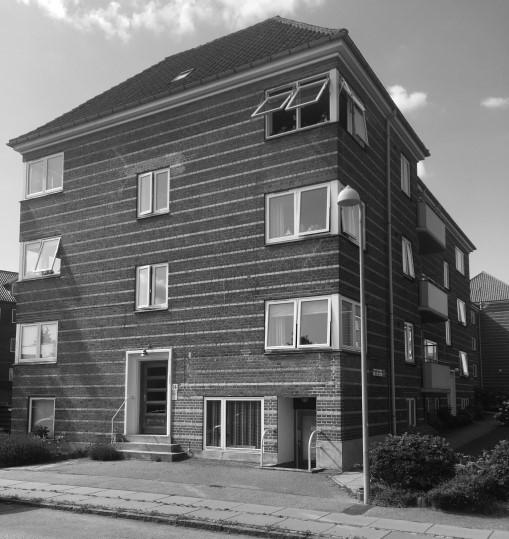 Aarhus Oliefabriks Arbejderes Stiftelse på Ellemarksvej er opført i 1934. Det er stadig nuværende og tidligere medarbejdere, der residerer i lejlighederne.